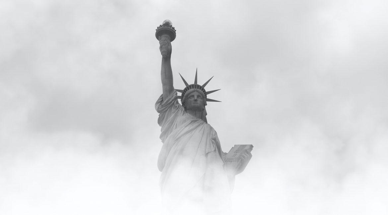 22 US Bundesstaaten ohne Masken – 12 Staaten verbieten den Impfpass Podcast mit Bruce Wayne