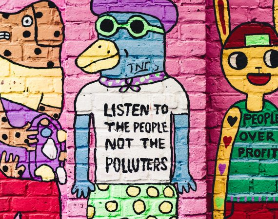 Neue Richtlinie der CDC: Selbst Vollständig Geimpfte sollen in Innenräumen wieder Masken tragen