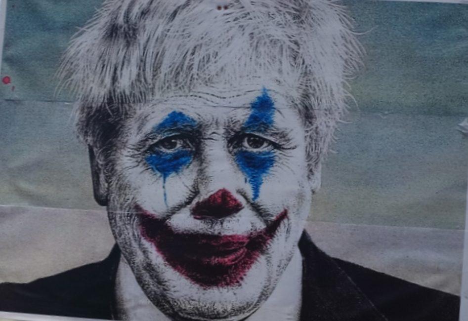 England – Boris Johnson muss sich dem Willen der Buerger beugen.